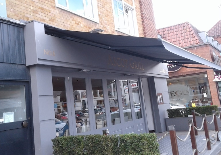 Weinor Topas Commercial Awning Roché